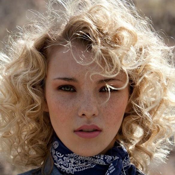 15colgadasdeunapercha_fw1314_hairstyles_bighair_5