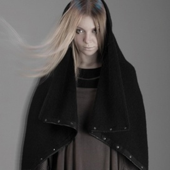 15colgadasdeunapercha_fw1314_hairstyles_hair_inside_scarf_collar_coat_2
