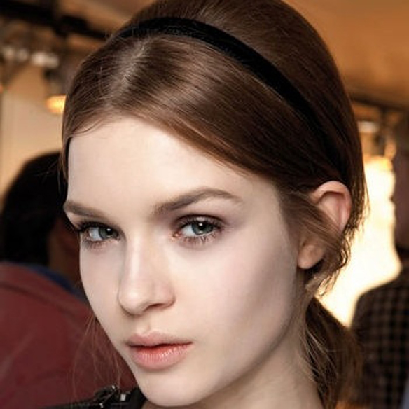 15colgadasdeunapercha_fw1314_hairstyles_ribbon_headband_5