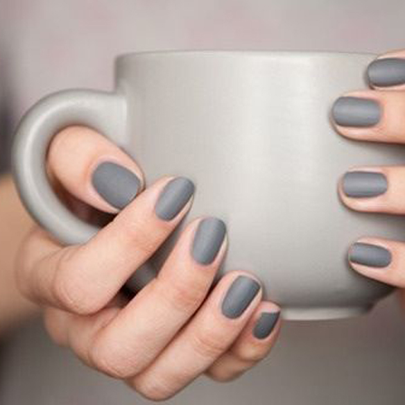 15colgadasdeunapercha_make-up_fw1314_grey_black_green_gold_nude_aubergine_manicure_1
