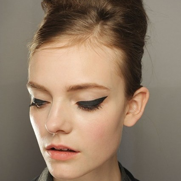 15colgadasdeunapercha_make-up_fw1314_smokeeyes_cateyes_4