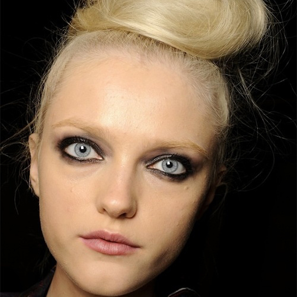 15colgadasdeunapercha_make-up_fw1314_smokeeyes_cateyes_5