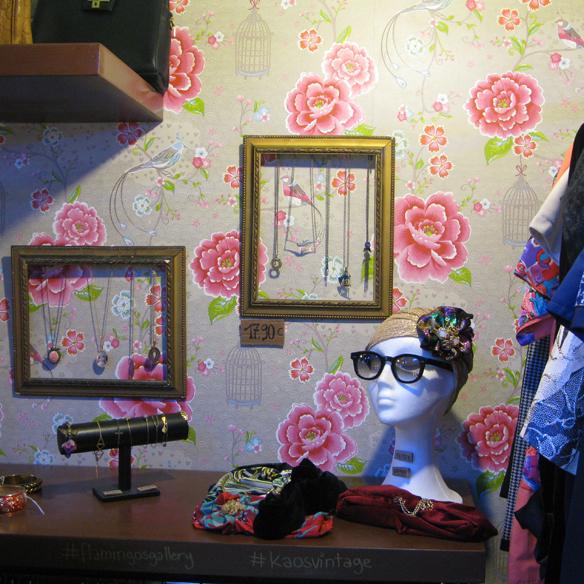 15colgadasdeunapercha_flamingos_gallery_vintage_fashion_moda_barcelona_carrer_tallers_10