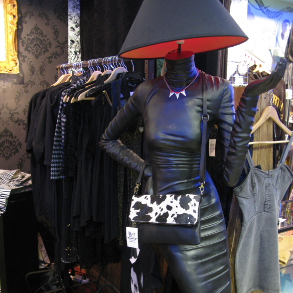 15colgadasdeunapercha_flamingos_gallery_vintage_fashion_moda_barcelona_carrer_tallers_17