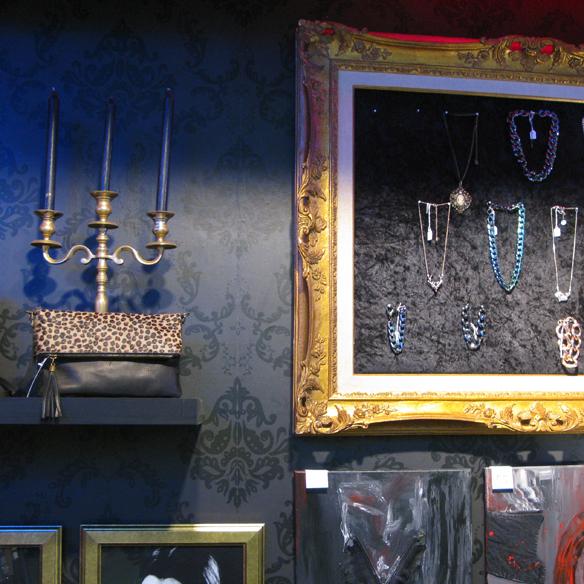 15colgadasdeunapercha_flamingos_gallery_vintage_fashion_moda_barcelona_carrer_tallers_18