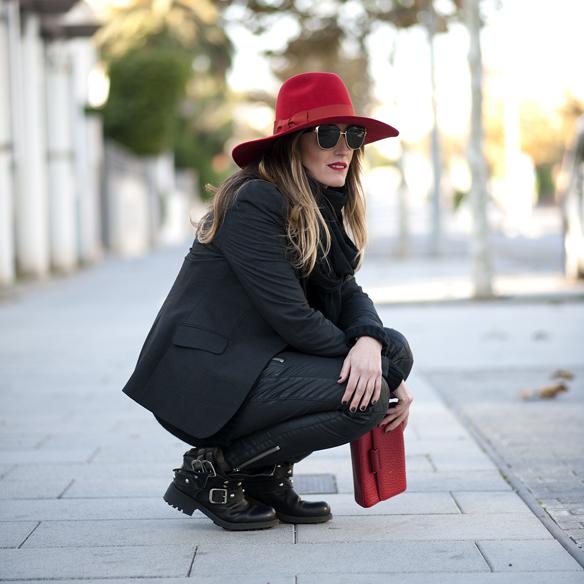 15colgadasdeunapercha_red_black_pamela_rock__ag3