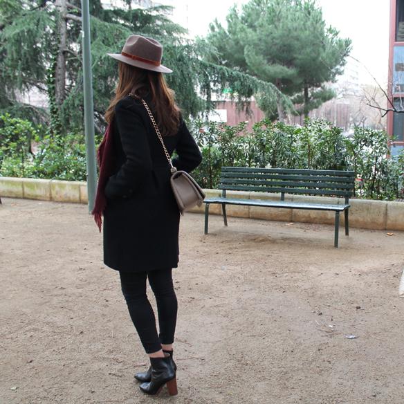 15colgadasdeunapercha_fw1314_totallookblack_negro_burgundy_burdeos_hat_sombrero_gg4