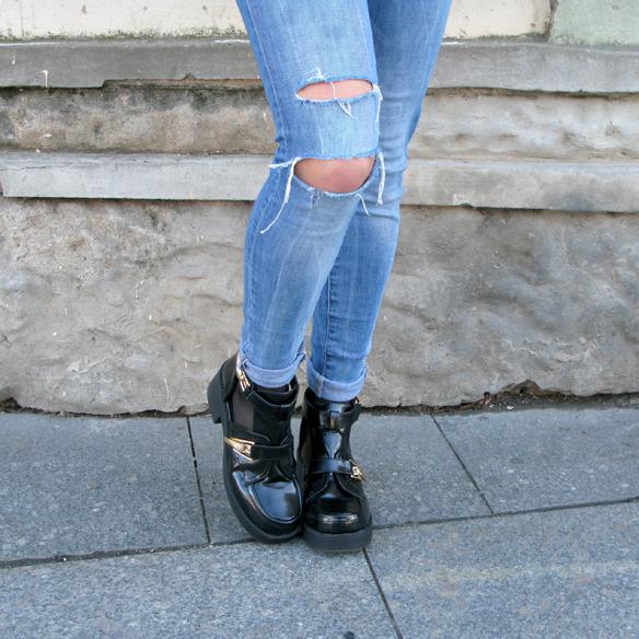 15colgadasdeunapercha_fw1314_cut-out_boots_sheep_jacket_ripped_jeans_jr3