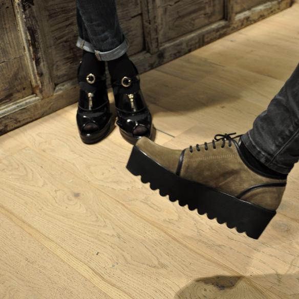 15colgadasdeunapercha_un_paso_mas_zapatos_calzado_shoes_5.jpg