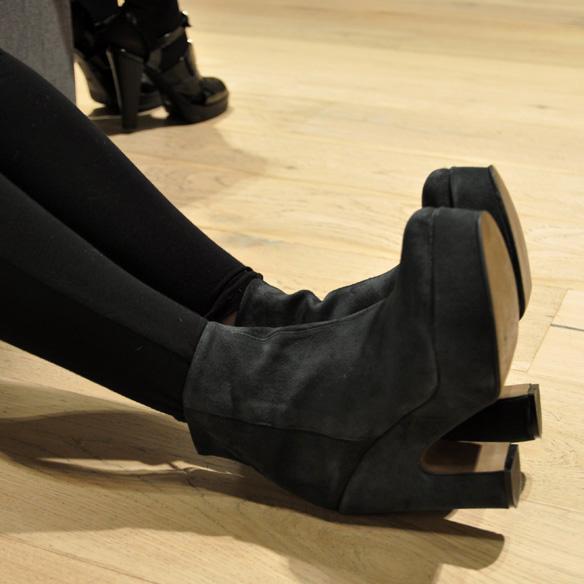 15colgadasdeunapercha_un_paso_mas_zapatos_calzado_shoes_6.jpg