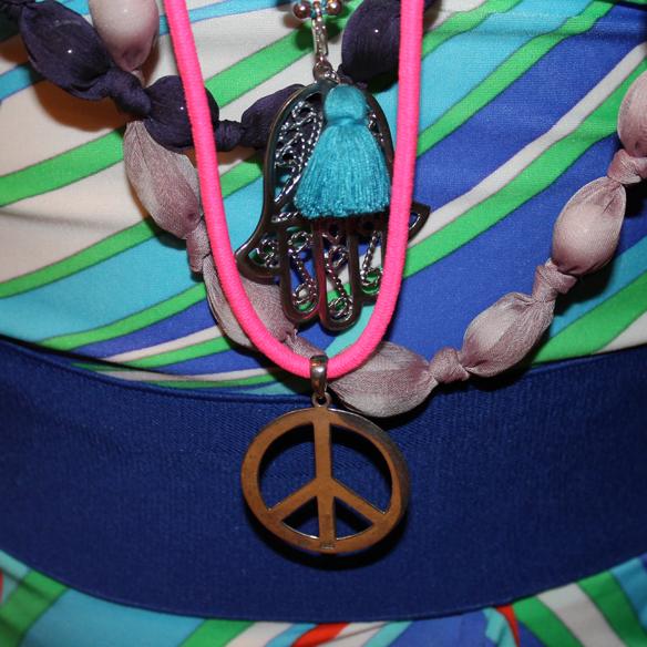 15colgadasdeunapercha_carnaval_carnival_70s_70's_seventies_años_setenta_hippie_color_flores_paz_gloria_gaitan_8
