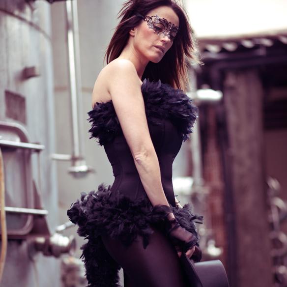 15colgadasdeunapercha_carnaval_carnival_mascara_antifaz_mask_corse_corset_boa_plumas_feather_boa_ana_crank_4