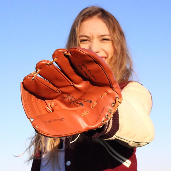 15colgadasdeunapercha_carnaval_carnival_old_school_dowling_guante_bases_gorra_bate_baseball_beisbol_julia_ros_5
