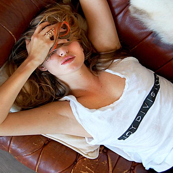 15colgadasdeunapercha_closet_musts_camiseta_sporty_t-shirt_joy_division_2