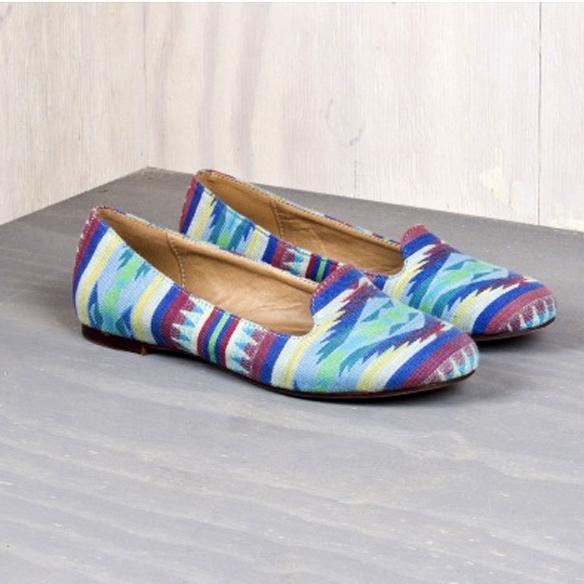 15colgadasdeunapercha_closet_musts_natura_slippers_etnicas_1