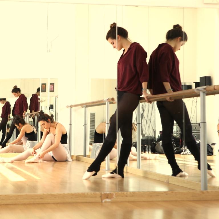 15colgadasdeunapercha_deporte_sport_ballet_maillot_tutu_esther_bosch_danza_blanca_arias_anna_duarte_2