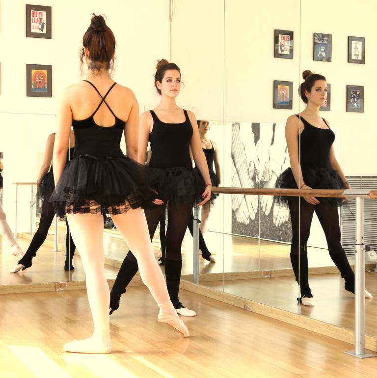 15colgadasdeunapercha_deporte_sport_ballet_maillot_tutu_esther_bosch_danza_blanca_arias_anna_duarte_3