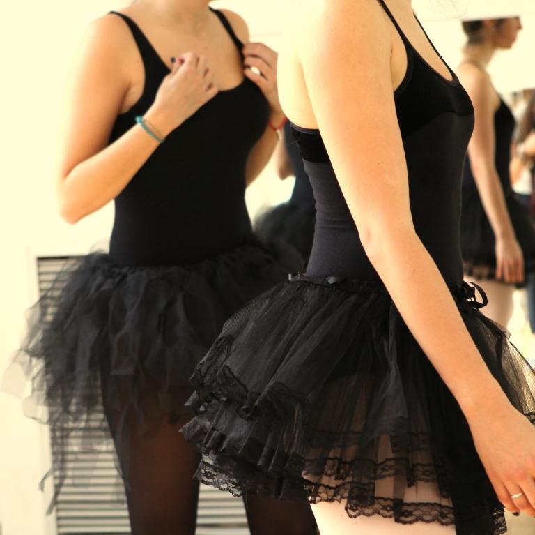 15colgadasdeunapercha_deporte_sport_ballet_maillot_tutu_esther_bosch_danza_blanca_arias_anna_duarte_6