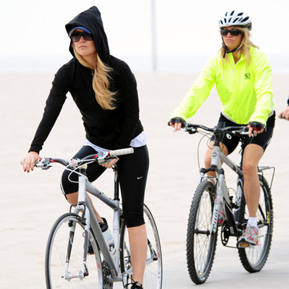 15colgadasdeunapercha_mens_sana_in_corpore_sano_bici_bicicleta_bicycle_bike_ciclismo_kate_hudson_goldie_hawn_24