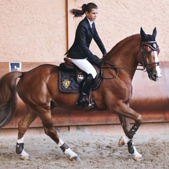 15colgadasdeunapercha_mens_sana_in_corpore_sano_hipica_montar_a_caballo_horse_ridding_carlota_casiraghi_charlotte_casiraghi_carlota_de_monaco_10