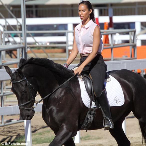 15colgadasdeunapercha_mens_sana_in_corpore_sano_hipica_montar_a_caballo_horse_ridding_leona_lewis_11