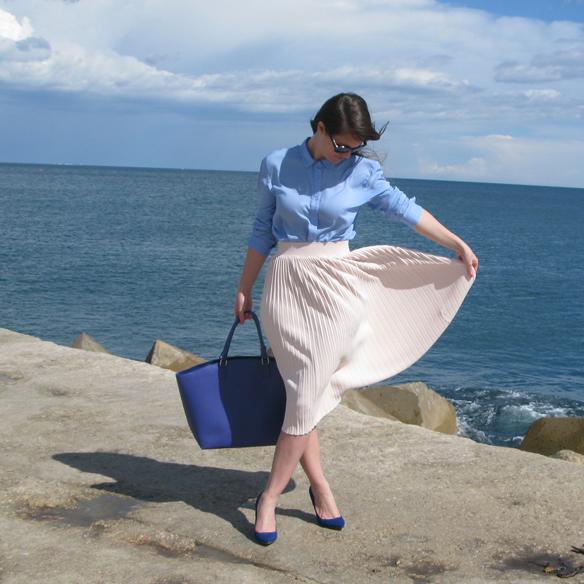 15colgadasdeunapercha_must-haves_ss_14_pv_14_falda_midi_plisada_pleated_midi_skirt_lunares_polka_dots_candy_blue_azul_rosa_palo_pale_pink_9