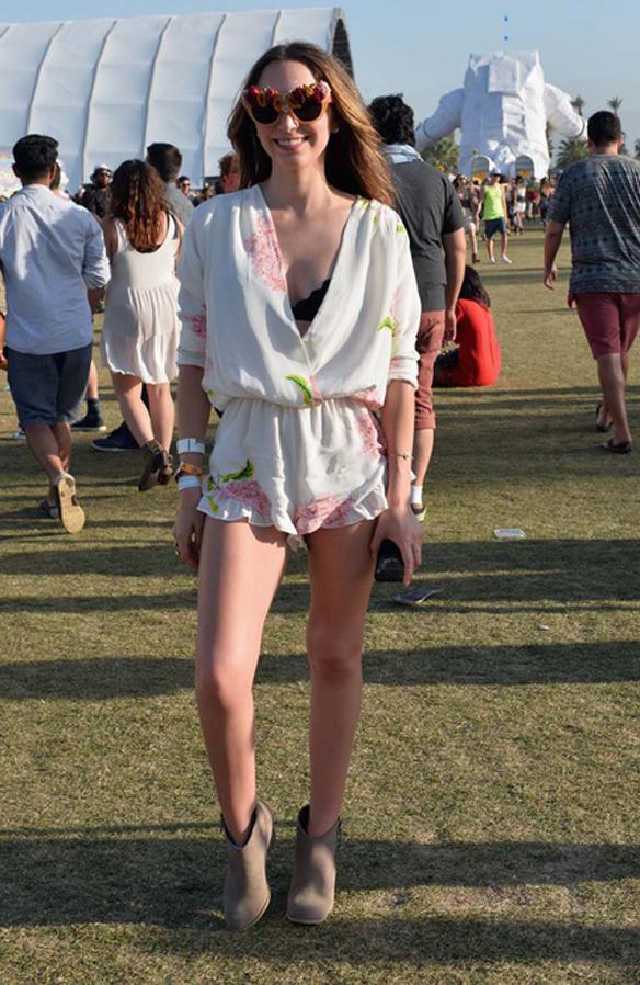 15colgadasdeunapercha_coachella_boho_gipsy_sombrero_coronas_de_flores_gafas_de_sol_shorts_crop_tops_prints_etnico_2014_24