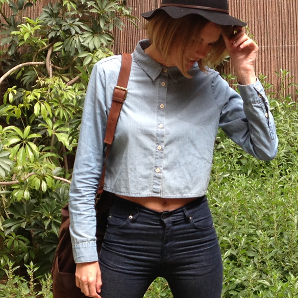 15colgadasdeunapercha_denim_total_denim_look_tejano_crop_top_plataformas_sombrero_hat_platforms_gina_carreras_2