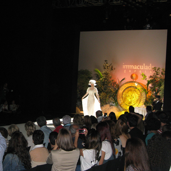 15colgadasdeunapercha_barcelona_bcn_bridal_week_pasarela_gaudi_desfiles_novias_brides_fashion_moda_bloggers_inmaculada_garcia_1