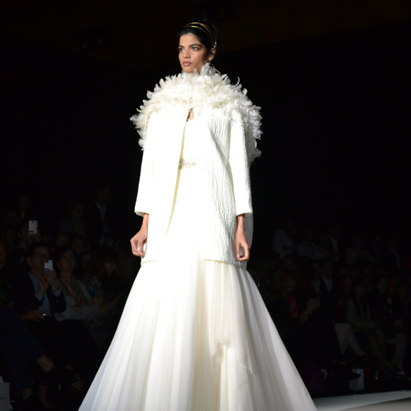 15colgadasdeunapercha_barcelona_bcn_bridal_week_pasarela_gaudi_desfiles_novias_brides_fashion_moda_bloggers_jesus_peiro_6
