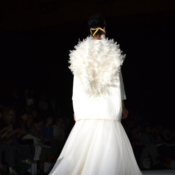 15colgadasdeunapercha_barcelona_bcn_bridal_week_pasarela_gaudi_desfiles_novias_brides_fashion_moda_bloggers_jesus_peiro_7