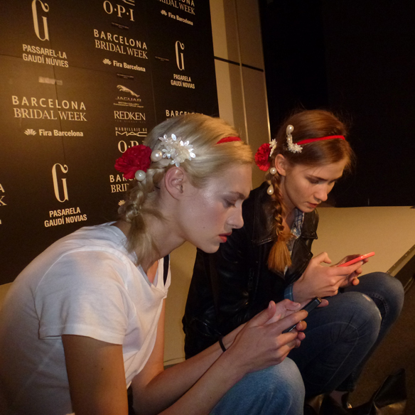 15colgadasdeunapercha_barcelona_bcn_bridal_week_pasarela_gaudi_desfiles_novias_brides_fashion_moda_bloggers_victorio_y_lucchino_4
