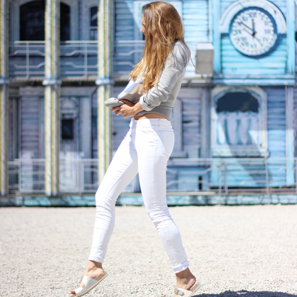 15colgadasdeunapercha_blanco_white_plateado_silver_colores_claros_minimalistas_futuristas_minimalist_futuristic_light_colors_julia_ros_4
