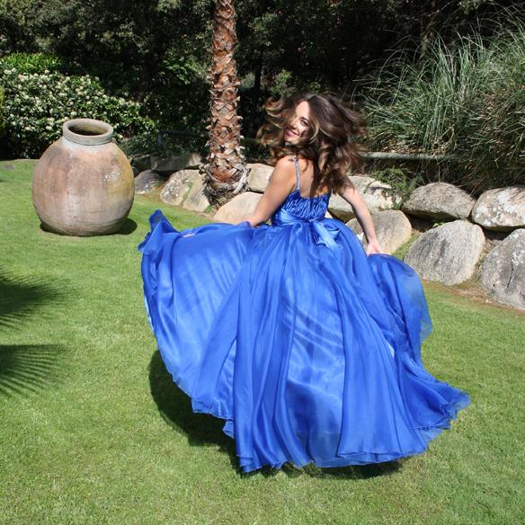 15colgadasdeunapercha_bodas_weddings_azul_klein_blue_peeptoes_nude_black_negro_vaporoso_sheer_lazo_bow_alicia_alvarez_1