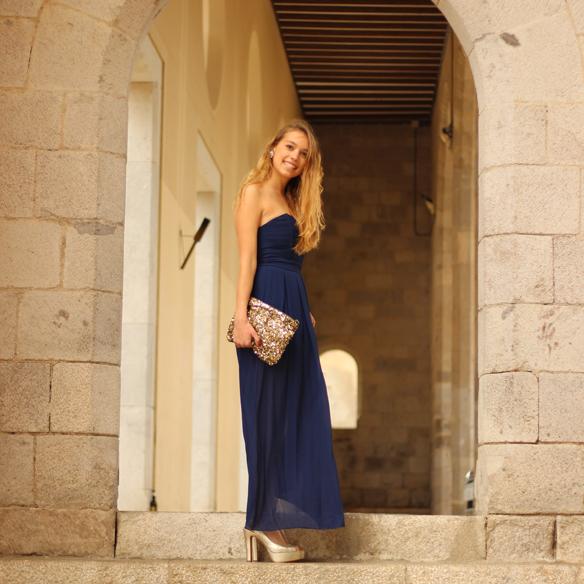 15colgadasdeunapercha_bodas_weddings_blue_azul_dorado_gold_escote_neckline_vaporoso_sheer_peeptoes_bolso_sobre_envelope_handbag_julia_ros_2