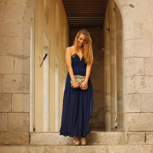 15colgadasdeunapercha_bodas_weddings_blue_azul_dorado_gold_escote_neckline_vaporoso_sheer_peeptoes_bolso_sobre_envelope_handbag_julia_ros_3
