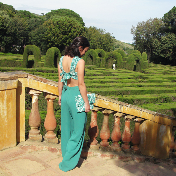 15colgadasdeunapercha_bodas_weddings_marta_marti_atelier_mono_verde_green_jumpsuit_floral_print_estampado_floral_lazo_bow_marta_sabadell_1