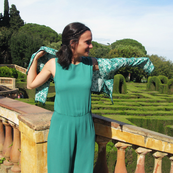 15colgadasdeunapercha_bodas_weddings_marta_marti_atelier_mono_verde_green_jumpsuit_floral_print_estampado_floral_lazo_bow_marta_sabadell_3