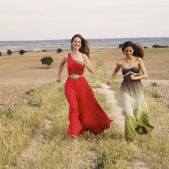 15colgadasdeunapercha_bodas_weddings_vaporosos_rojo_hippie_cadenitas_cabeza_ale_corsini_laura_pol_9