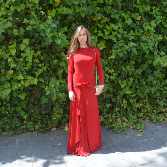 15colgadasdeunapercha_bodas_weddings_vestido_rojo_red_dress_clutch_dorado_golden_clutch_carla_palau_10