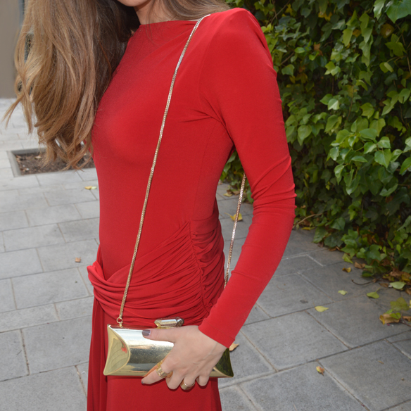 15colgadasdeunapercha_bodas_weddings_vestido_rojo_red_dress_clutch_dorado_golden_clutch_carla_palau_6
