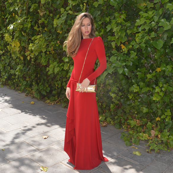 15colgadasdeunapercha_bodas_weddings_vestido_rojo_red_dress_clutch_dorado_golden_clutch_carla_palau_7