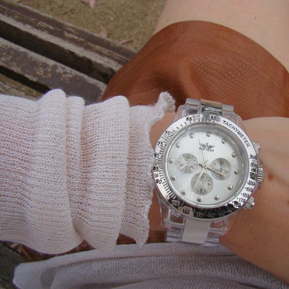 15colgadasdeunapercha_boyfriend_unisex_reloj_deportivo_sport_watch_waterproof_transparente_leather_piel_collar_babero_etnico_semitransparencias_estampado_piton_pochette_marta_r_3