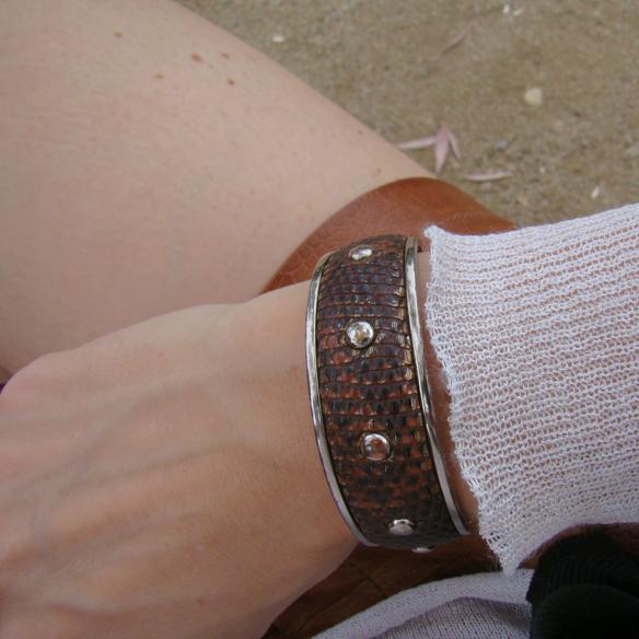15colgadasdeunapercha_boyfriend_unisex_reloj_deportivo_sport_watch_waterproof_transparente_leather_piel_collar_babero_etnico_semitransparencias_estampado_piton_pochette_marta_r_8