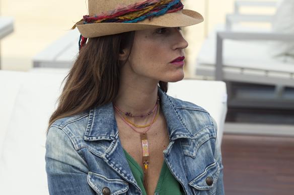 15colgadasdeunapercha_demilamores_handmadelovers_complementos_collares_sombreros_cestos_pendientes_colgantes_ana_crank_sitges_3
