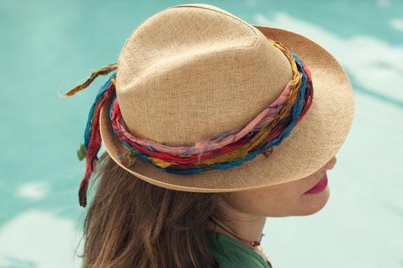 15colgadasdeunapercha_demilamores_handmadelovers_complementos_collares_sombreros_cestos_pendientes_colgantes_ana_crank_sitges_6