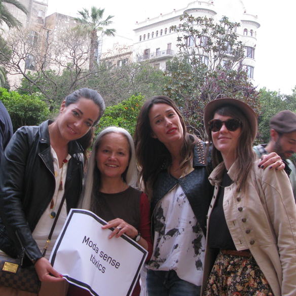 15colgadasdeunapercha_fashion_revolution_day_barcelona_moda_sostenible_ecologica_pasarela_desfile_sustainable_fashion_carmela_rodriguez_22