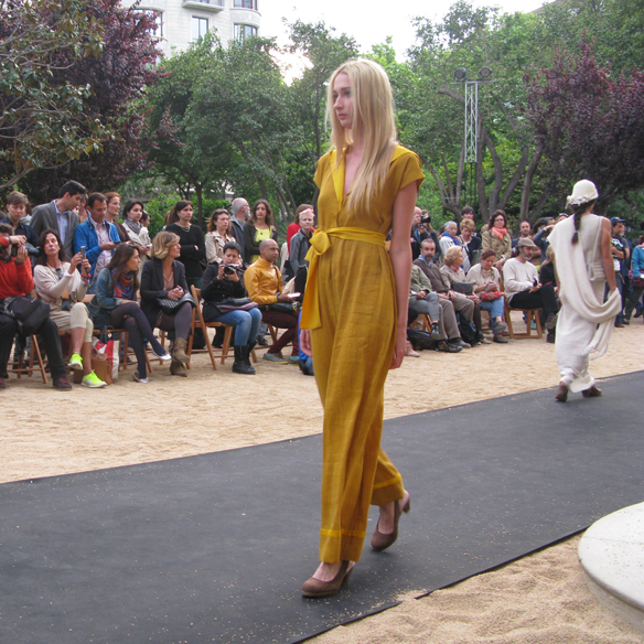 15colgadasdeunapercha_fashion_revolution_day_barcelona_moda_sostenible_ecologica_pasarela_desfile_sustainable_fashion_carmela_rodriguez_6