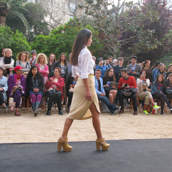 15colgadasdeunapercha_fashion_revolution_day_barcelona_moda_sostenible_ecologica_pasarela_desfile_sustainable_fashion_lifegist_mayte_garcia_3