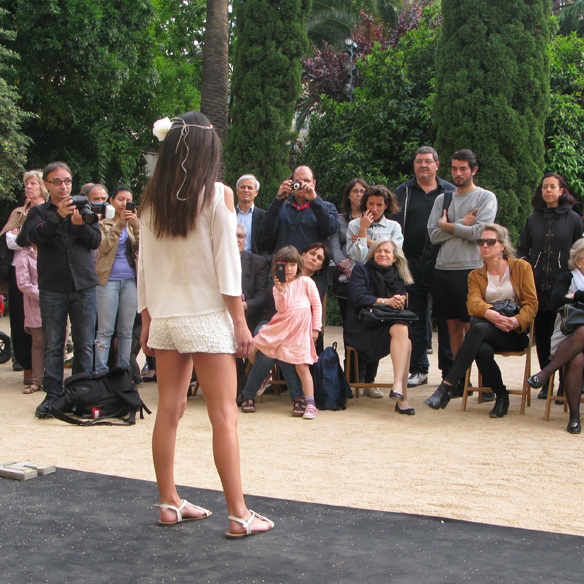 15colgadasdeunapercha_fashion_revolution_day_barcelona_moda_sostenible_ecologica_pasarela_desfile_sustainable_fashion_miu_sutin_eva_y_noelia_11